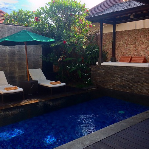 Read in the sun till you doze off, and then roll into the pool when it gets too hot. Yes? Yes! #Bali #vacation #holiday #villa