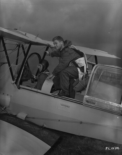 Leading Aircraftmen, M. Stober and J. Jacobson, in the cockpit of a plane, No. 8 Elementary Flying Training School, Vancouver, 1940 / Les aviateurs chefs M. Stober et J. Jacobson dans le cockpit d'un avion à la 8e École élémentaire de pilotage de Vancouve