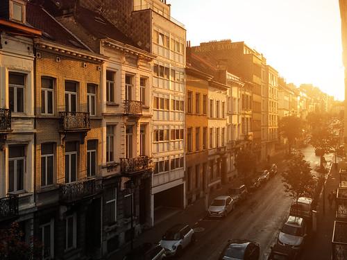 street morning travel brussels urban sunrise town perspective bruxelles flare morgen утро straat улица strase брюссель рассвет бельгия