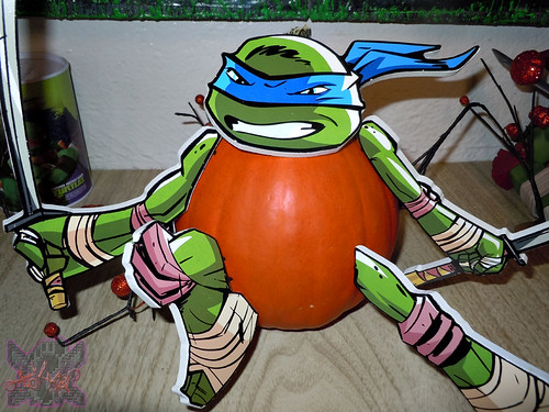 "PTI Group :: Nickelodeon  TEENAGE MUTANT NINJA TURTLES;  ""LEONARDO""  PUMPKIN PUSH-INS ix  (( 2014 ))"