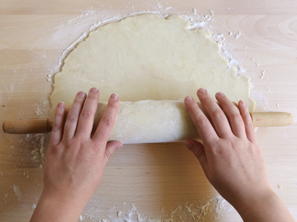 Foolproof Flaky Pie Crust! Find the tutorial on completelydelicious.com