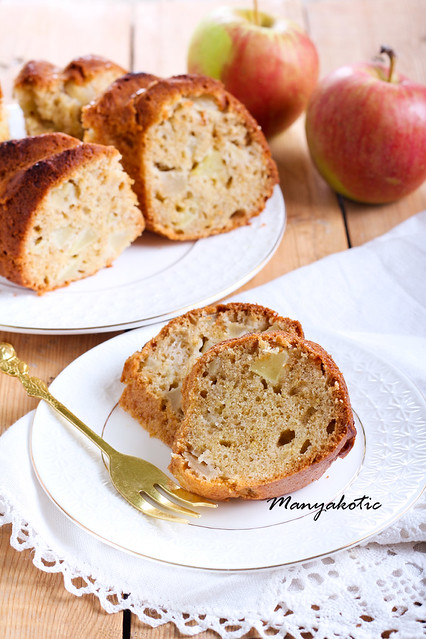 Spicy apple ring cake