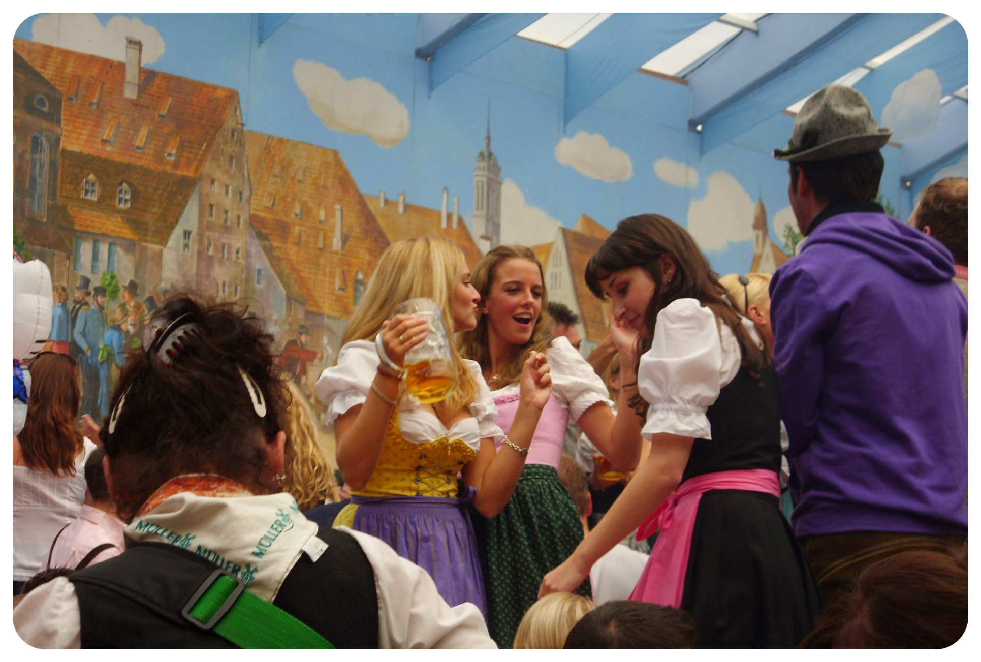 oktoberfest dancing girls