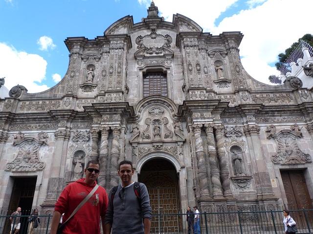 Isaac y Sele en la iglesia de la Compañía de Jesús en Quito (Ecuador)