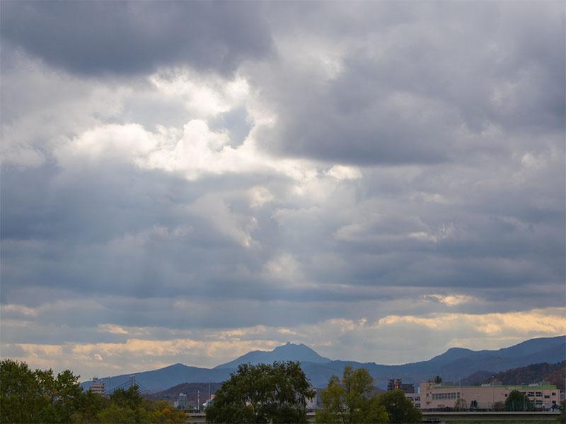 幌平橋から南の空