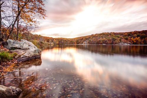 longexposure autumn lake newyork fall reflections landscape foliage canopuslake putnamcounty fahnestockstatepark