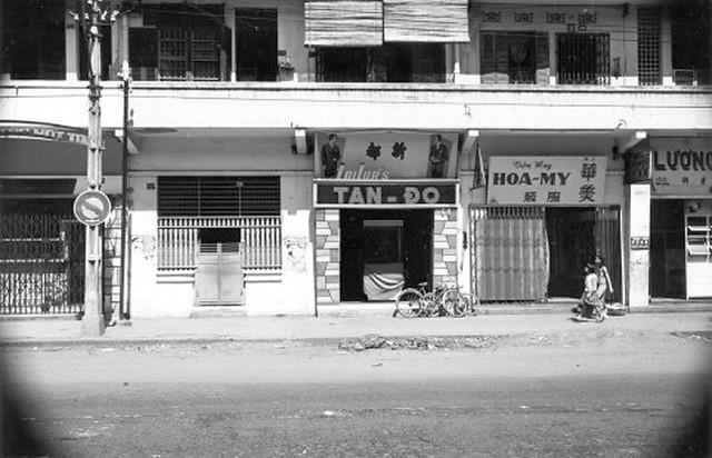 va010920 - Đường Đồng Khánh. Các nhà từ trái qua: số 72, 70, 68, 66 , 64
