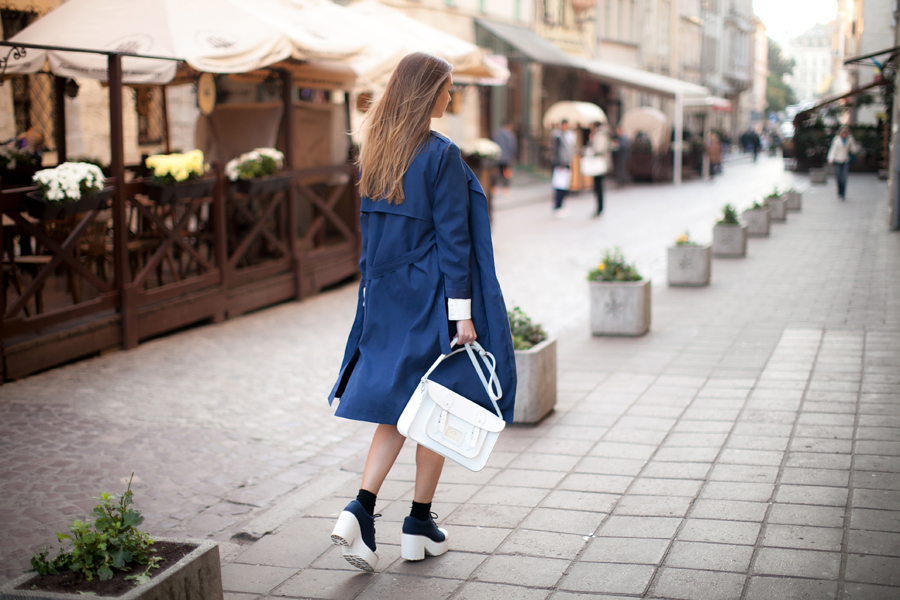 blue-trench-coat-fashion-blogger