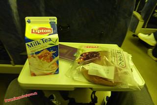 P1060331 Desayunando en un Hikari railstar, Shinkansen(Okayama-Fukuoka) 12-07-2010 copia