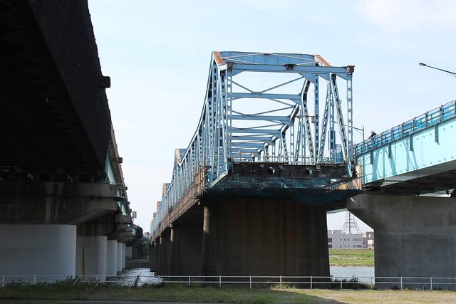 鳥飼大橋解体中