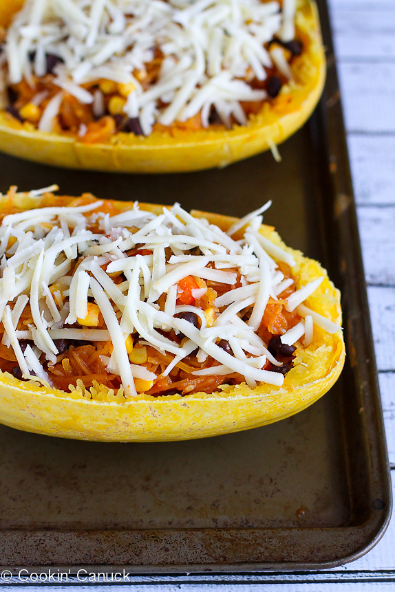 Vegetarian Enchilada Stuffed Spaghetti Squash...A healthy dinner with tons of flavors!  323 cal and 9 Weight Watcher PP | cookincanuck.com #recipe