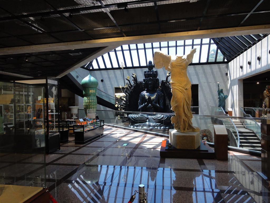ルーブル彫刻美術館内部