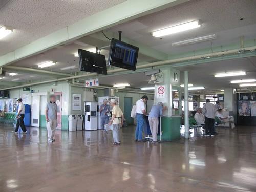 姫路競馬場2階コンコース
