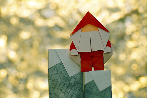 Origami Santa Claus and Origami Chimney-shaped penholder (Katsushi Nosho)