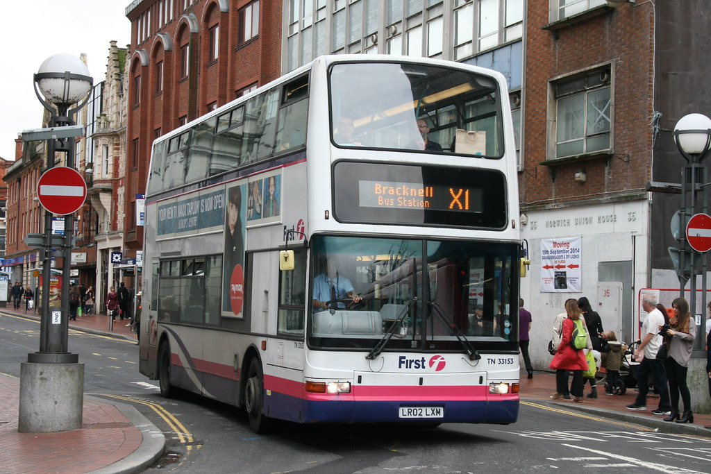 First Beeline TN33153 on Route X1, Reading Station