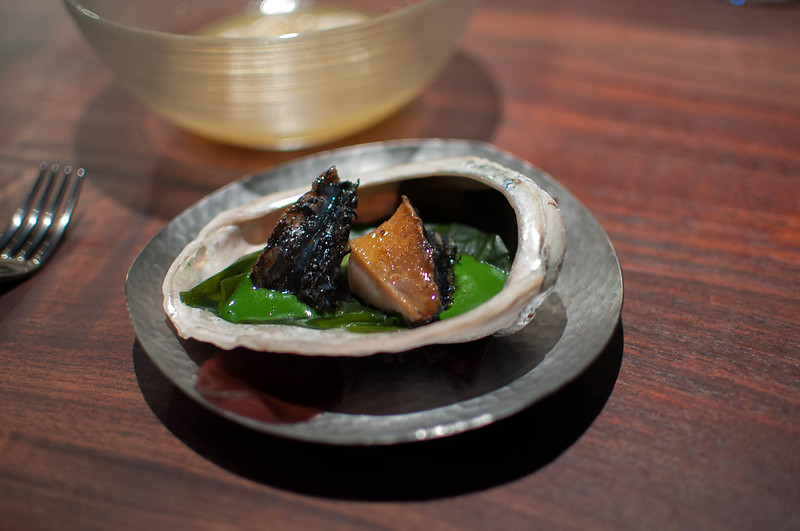 Abalone over the embers, sauce of the liver & capers