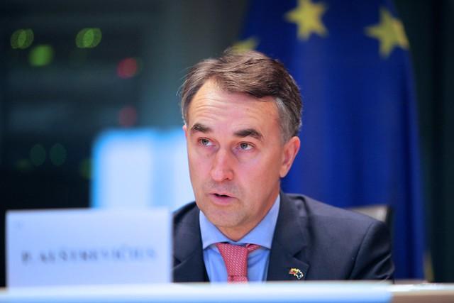 Реакція Орбана на український освітній закон є заполітизованою – член ЄП від Литви