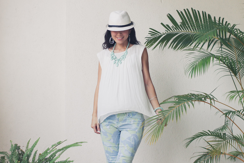 Gap flower print pants Zara shirt Forever 21 necklace_-10