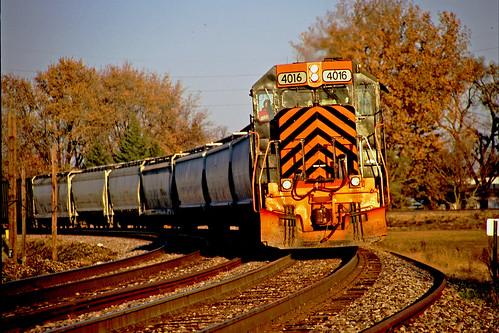 autumn lateautumn bellevueohio fallphotography wheelinglakeerierailway railfaninginbellevueohio latedaylightphotographs wleonnorfolksouthern