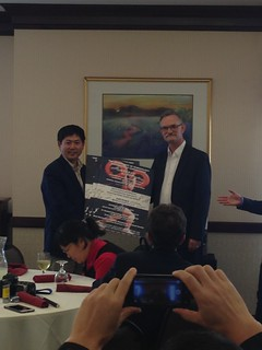 At the farewell lunch for the Chinese delegation, Li Yewu, left, and Craig Denegar exchange posters signed by the UConn presenters and the members of the delegation.