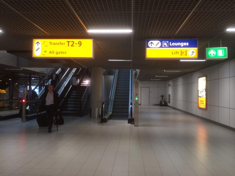 スキポール空港に到着後、トランスファーエリアへ