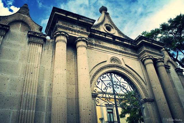 Carlos Villegas - Entrada al templo de San Diego, Aguascalientes.