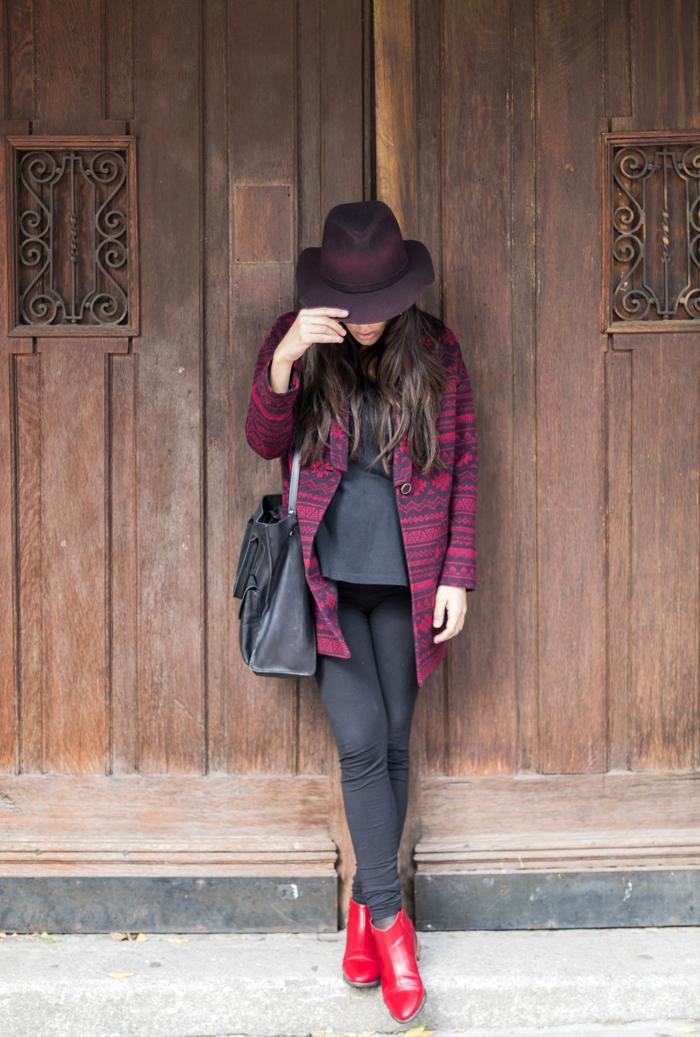 street style barbara crespo ethnic red coat hake red boots zara hat fashion blogger outfit blog de moda