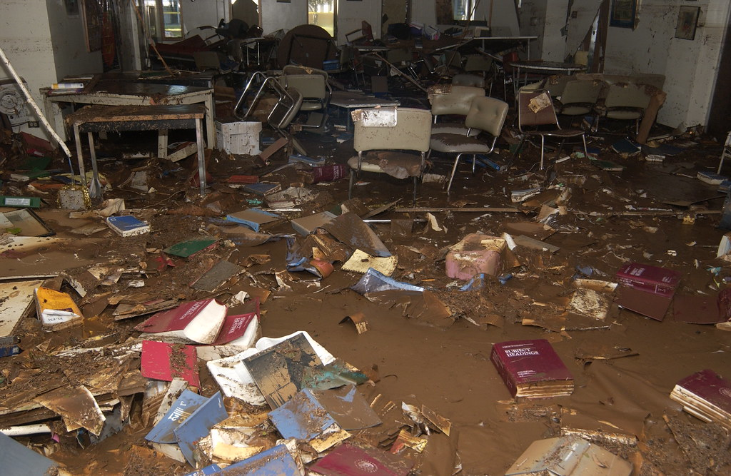 <p>Hamilton Library after the October 30, 2004 flood.</p>