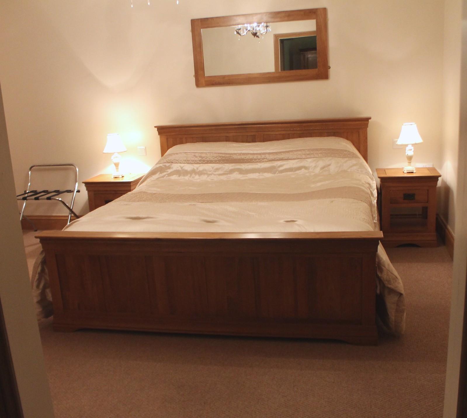 Ox Pasture Hall bedroom