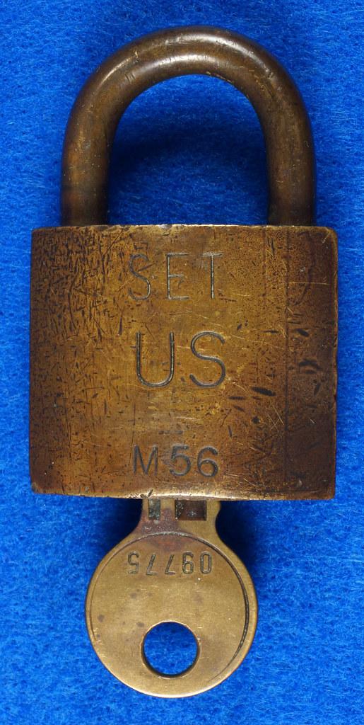 RD15096 Vintage American SET US M56 Military Solid Brass Lock Padlock & Original Key DSC07676