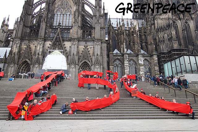 Rote-Linie vorm Dom Köln 19.11.2016