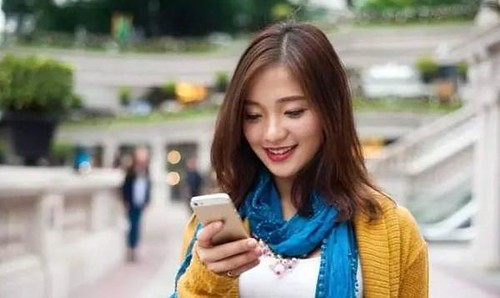 拜年短信连续三年下滑 网络贺年成主流