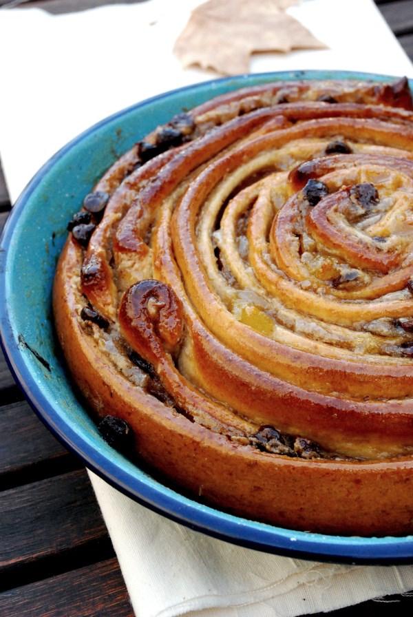 rollo semi-integral de castañas, peras y chocolate, brioche, pan dulce, otoño