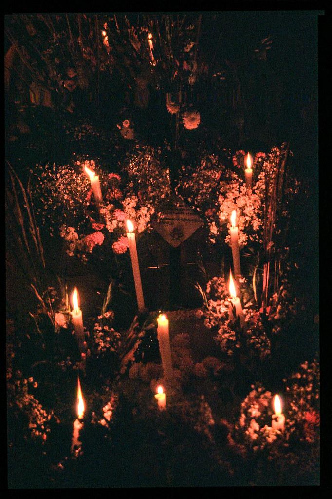 Fete des morts à Mexico - Fleurs et bougies