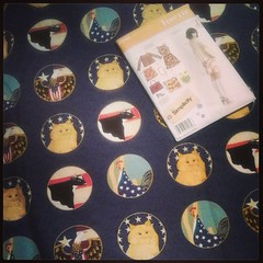 FINALLY! #Fabric & #pattern for #catladysewingchallenge.  Groovy cats & some cows and roosters thrown in for good measure.  Design is by an American folk artist #WarrenKimble