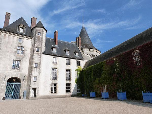 cour château de sully