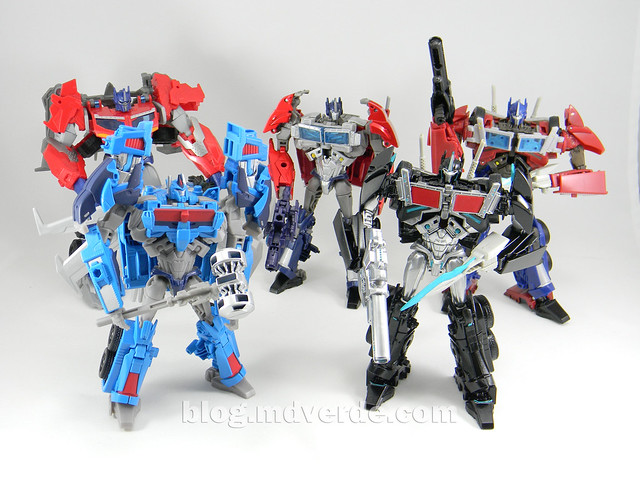 Transformers Ultra Magnus Voyager - Transformers Prime Beast Hunters - modo robot vs varios Optimus