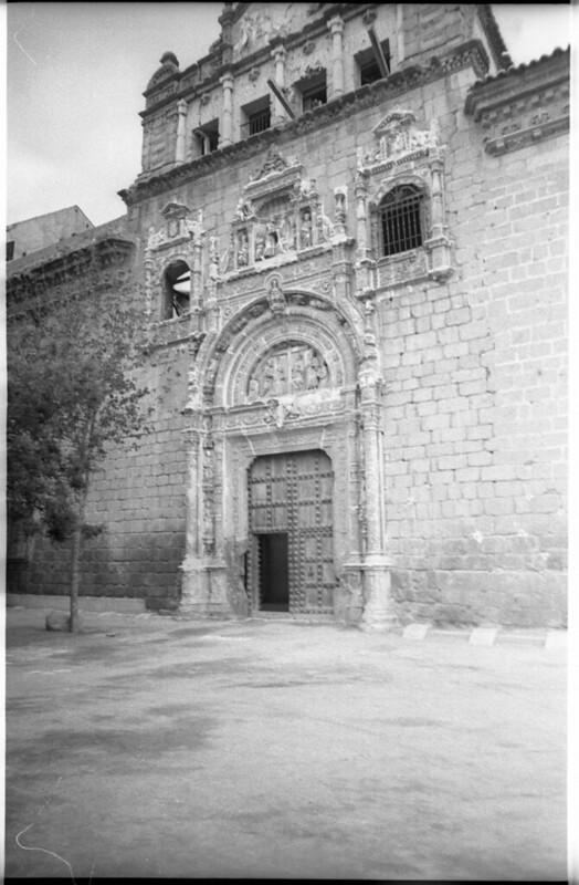 Hospital de Santa Cruz en Toledo a mediados del siglo XX. Fotografía de Roberto Kallmeyer © Filmoteca de Castilla y León. Fondo Arqueología de Imágenes