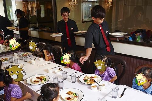 高雄新國際西餐廳 小朋友的西餐禮儀教學活動 (6)