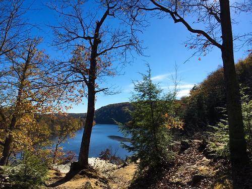 blue autumn nature connecticut newengland newmilford stateparks loversleap autumnphotochallenge