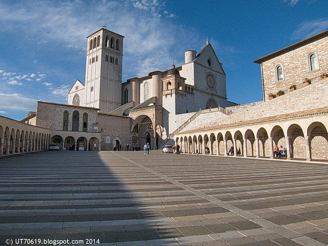 Assisi - San Francesco, Vorplatz