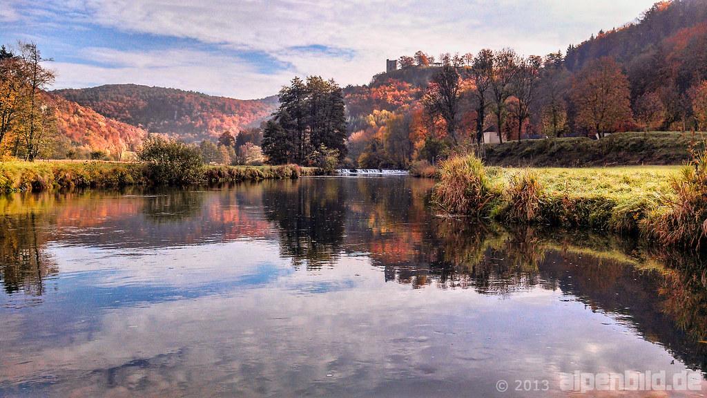 Zeit im Herbst Fluss ma