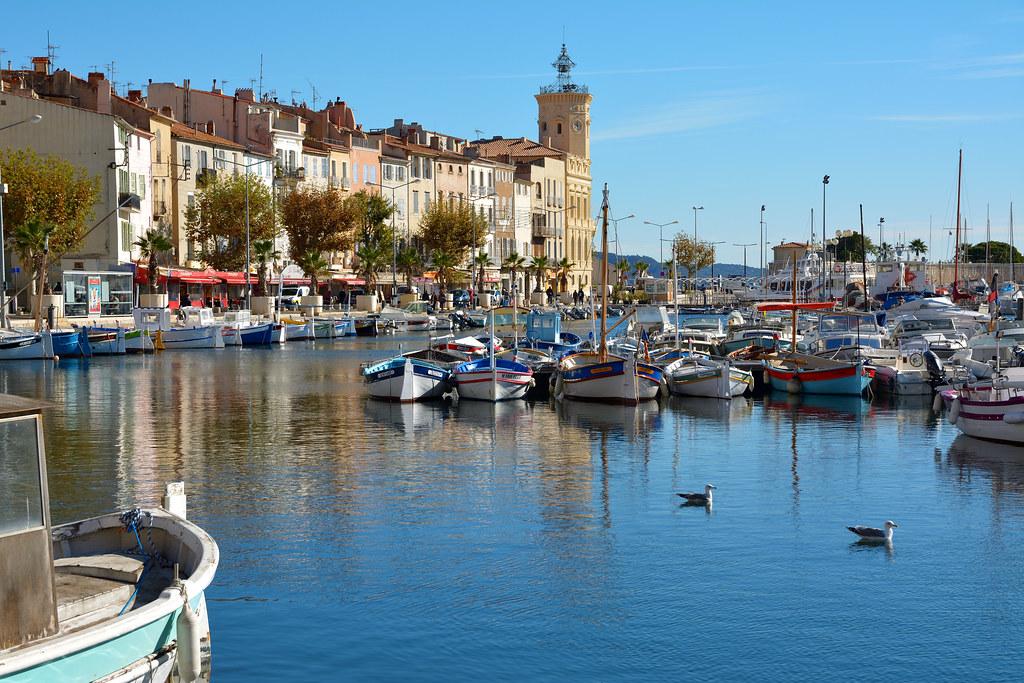 Port vieux et chantiers navals de la ciotat bouches du - Agence du vieux port saint cyr sur mer ...
