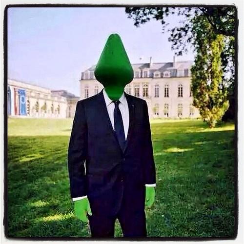 Voici un #PlugAnal présidentiel qui ne devrait pas tarder à se dégonfler également ! #escroquerie & #manipulation #ArtContemporain