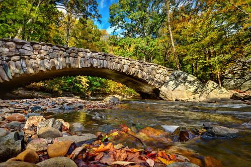 autumn creek washingtondc nikon stream d750 rockcreekpark rockcreek creekbed stonebridge archbridge boulderbridge nikon1635mmf4 nikonafsnikkor1635mmf40gedvr nikond750 insiteimage