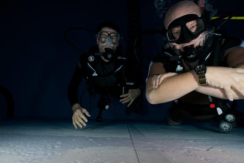 Indoor Diving avec le 15 mm Nikonos 15147821894_72ba84968f_c