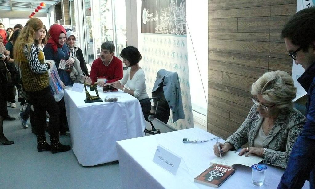 Tess Gerritsen Üsküdar Üniversitesi'nde okuyucularıyla buluştu 2