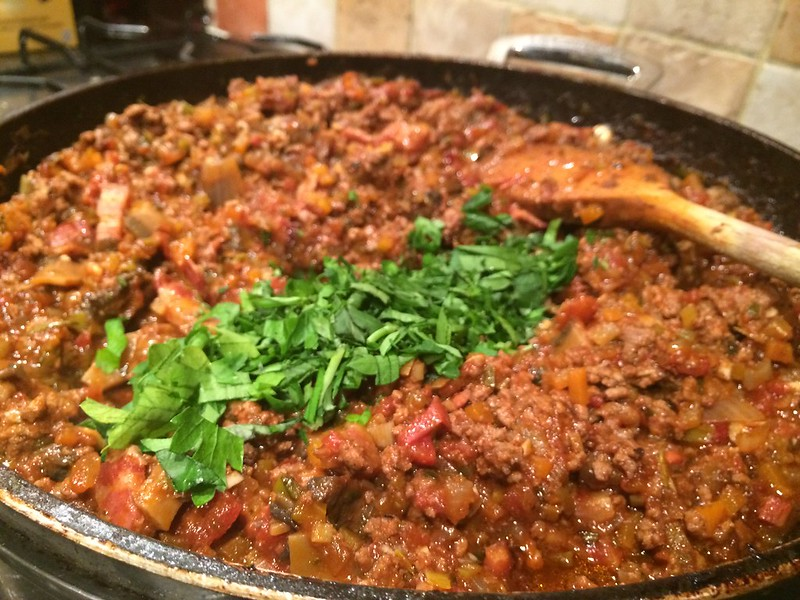 Spaghetti Bolognese : Add the parsley and basil