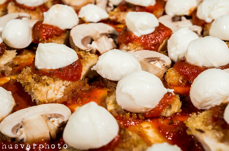 chicken parmesan pizza in_the_know_mom #NewTraDish