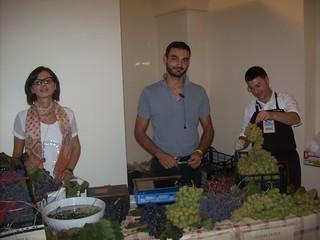 nello stand operatori dell'uva da tavola di Rutigliano